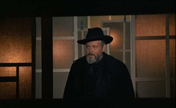 Welles as narrator, storyteller, ringmaster in Fake?